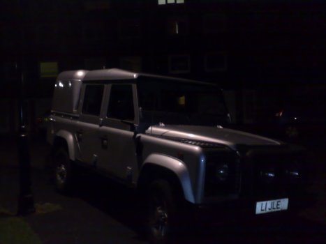 Land Rover - Defender 110 Silver Doublecab